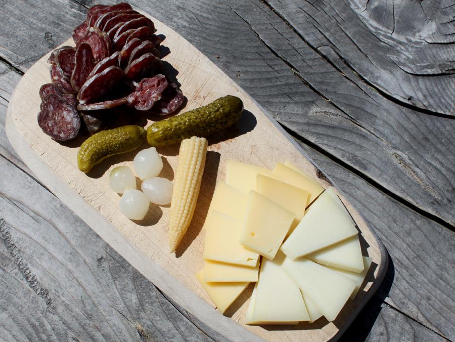 Østlige Schweiz-AlpFlix-Cotti Agricultura-Bündner Salami og ost