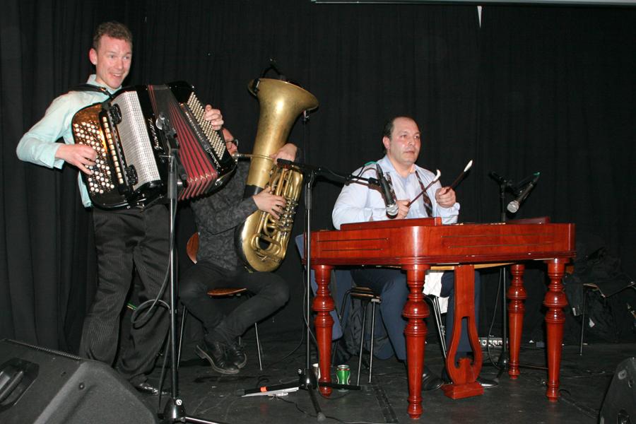 Calibut -harmonika,tuba, Cimbalom