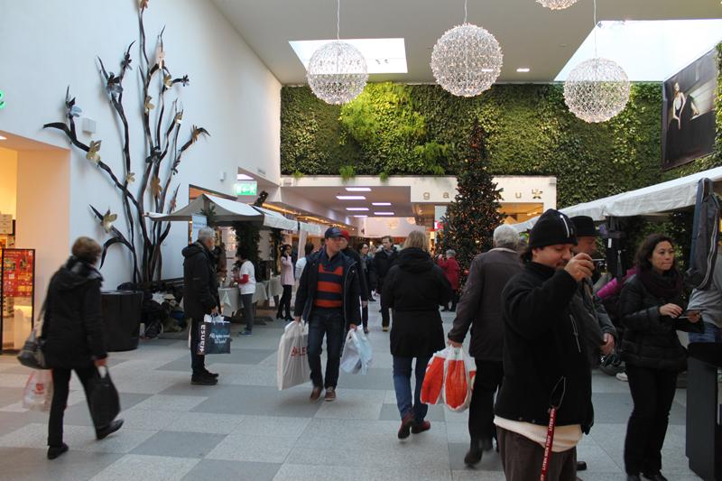 Kig ind i Kv. Caroline shopping center