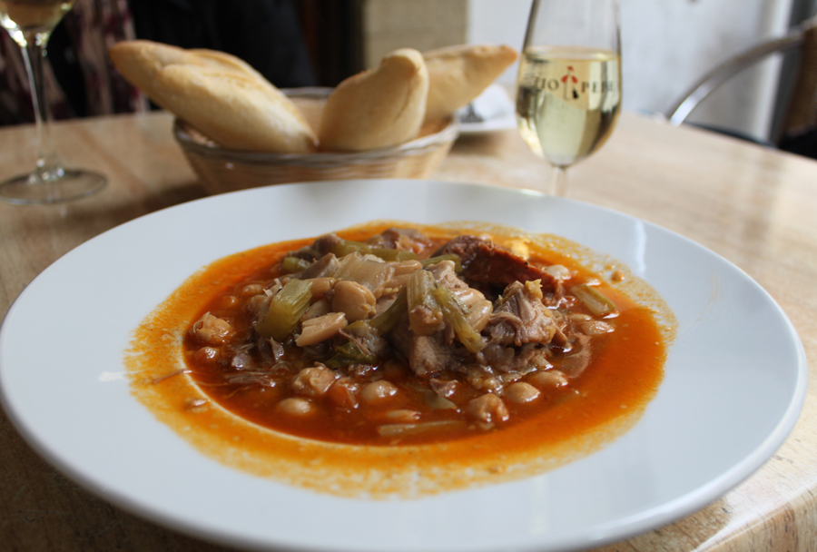 Local suppe med et glas sherry