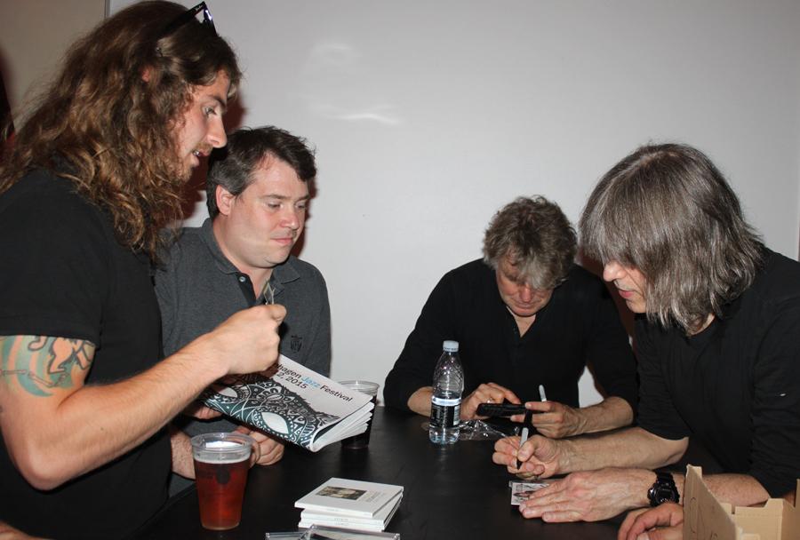 Signering af Mike Stern CD
