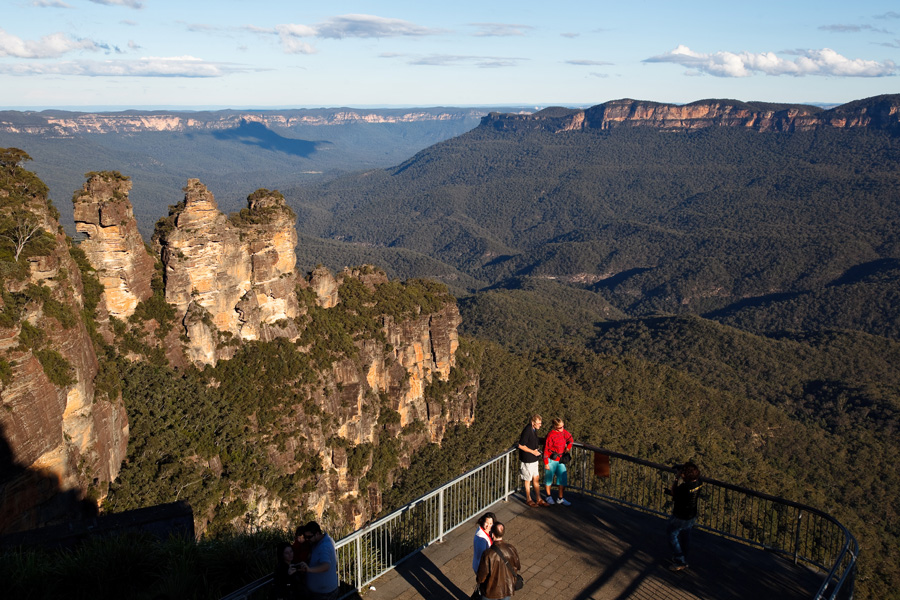 three-sisters-blue-mountains-james-horan-destination-nsw
