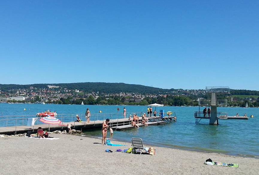Zurich beachlife on Müthenquai