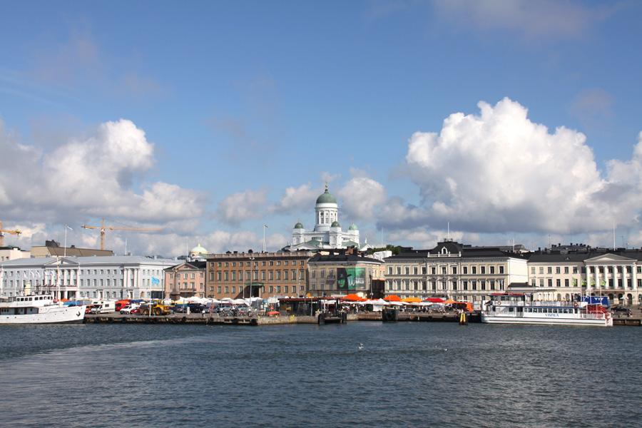 Domkirken og Kauppatori markedstorv VisitHelsinki